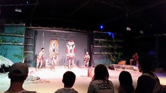Tjapukai Aboriginal Cultural Park: Dancing