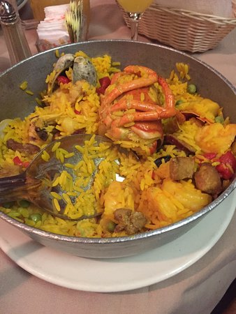 South Amboy, NJ: Lunch portion of paella Valencia after I had two plates!! Awesome!
