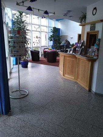 Paulin Hotel: The Lobby and Reception area