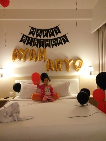 Dekor ultah di kamar picture of harris hotel for Dekor kamar hotel buat ulang tahun