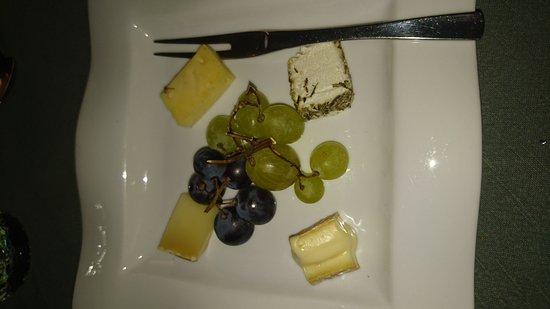 Cuq-Toulza, Francia: 4 pauvre morceaux de fromage à 37euros