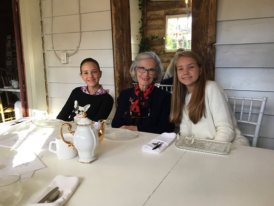 Langley, Canadá: Wonderful teahouse and boutique with extremely friendly owners and staff