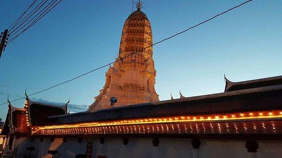 Phitsanulok, Thailand: พระปรางค์ ภายในวัดใหญ่