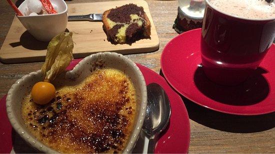 Clervaux, Luxembourg : Crème brûlée und Chocolat Chaud