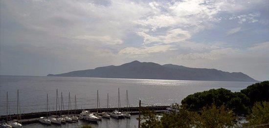 Darsena, porto turistico a Santa Marina Salina.