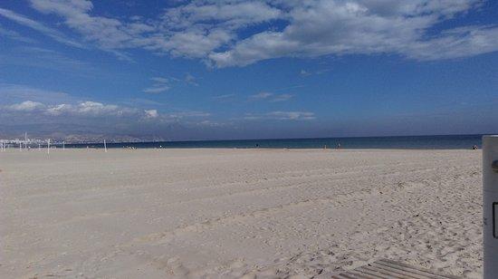 Playa de San Juan: szeroka plaża