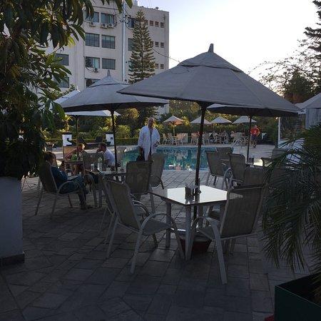 هوتل شانكر: Nice bar by the pool