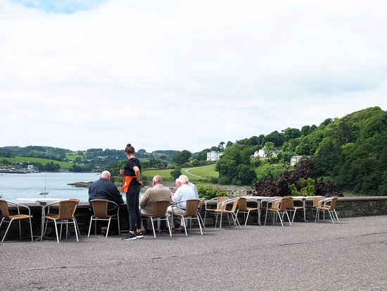 Glandore, Ireland: Great view from tables across the road