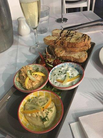 Woorim, Australien: Trio of dips with crunchy bread