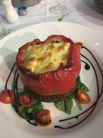 Woorim, Australien: Stuffed capsicum on a zucchini fritter