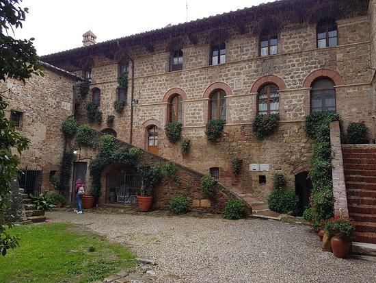 Agriturismi Il Castello La Grancia: IMG-20161122-WA0014_large.jpg
