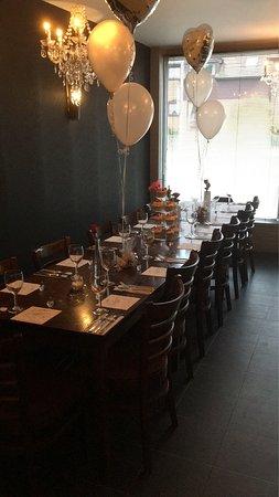 Rainham, UK: Engagement party table 🍾