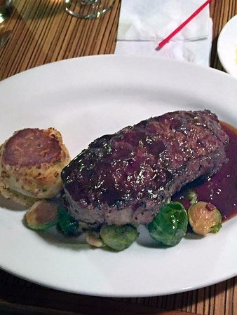 Plantsville, CT: My colleagues New York Strip special was merely ordinary; not a lot of flavor, he said