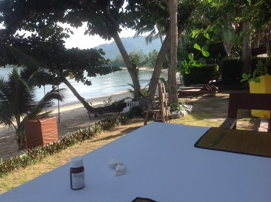 breakfast area and view of lipa noi towards Nathon town