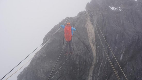 Tembagapura, Indonesien: Crossing Tyrolean way for reach the peak of carstensz Pyramid