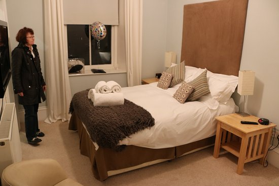 Annandale Arms Hotel: Comfortable bed, lovely thick towels
