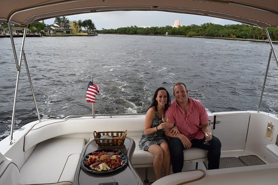 Free To Be Boating: Wine and hors d'oeuvres!