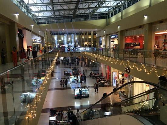 Shows Robinsons Shopping Mall stores and floors - Shopping in Palawan