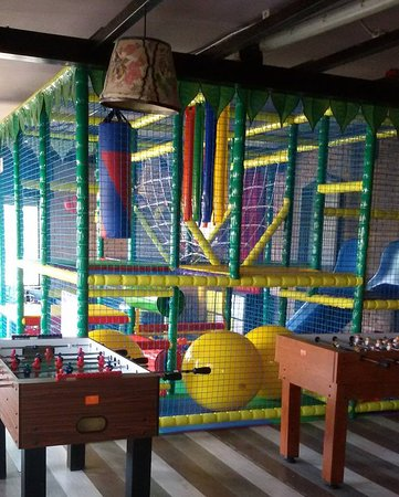 Galliate, Italien: sala giochi con playground