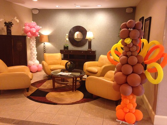Holiday Inn Express Hotel & Suites - Veteran's Expressway: Hotel Lobby, with Thanksgiving Balloons!