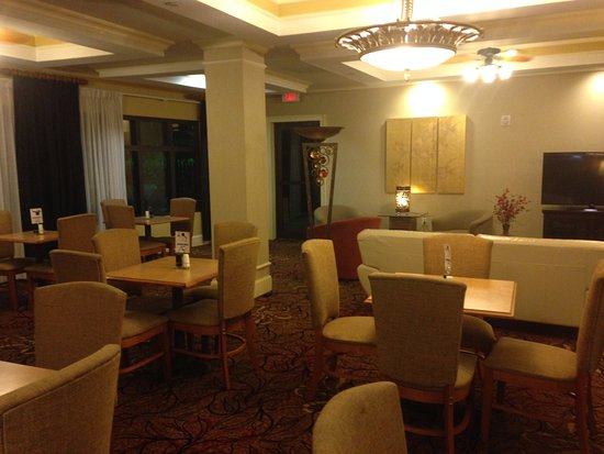 Holiday Inn Express Hotel & Suites - Veteran's Expressway: Lobby- very comfortable and lots of space