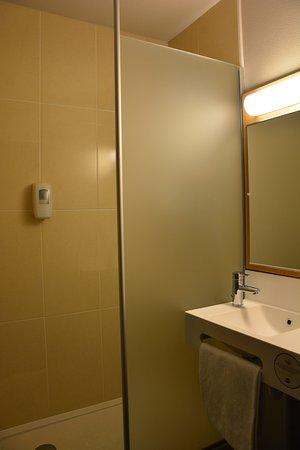 Shower In My Single Room Picture Of BB Hotel Paris Porte Des - Bandb hôtel paris porte des lilas paris