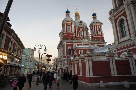 Фотоизбражение клементовского переулка в москве