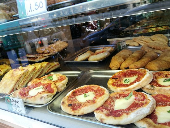 Nonna Pizza: Even I don't speak good English and no Italian. The owner and staff had wonderful service. Food