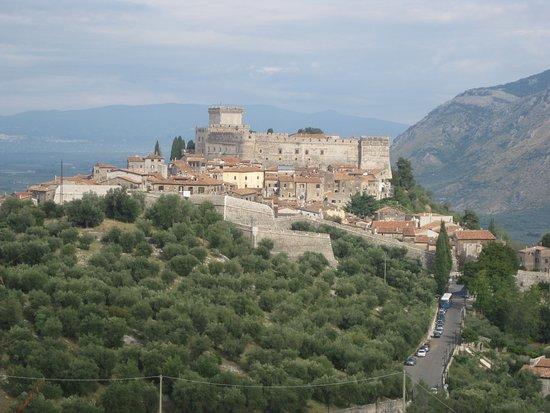 Sermoneta, Ιταλία: Immagine dove si può vedere una parte del bastione a coda di nibbio