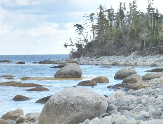 Spry Bay, Canada: Rocky and sandy beach - and quiet