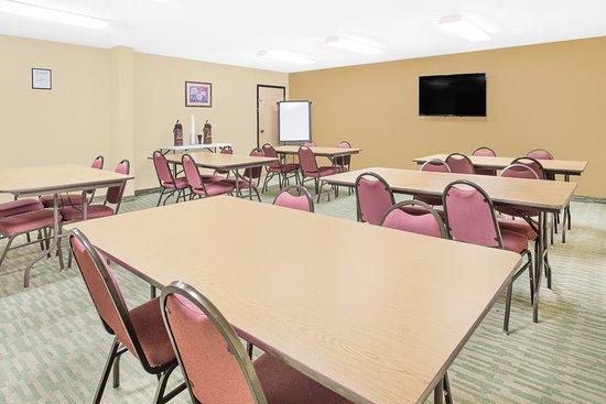 Nixa, MO: MEETING ROOM
