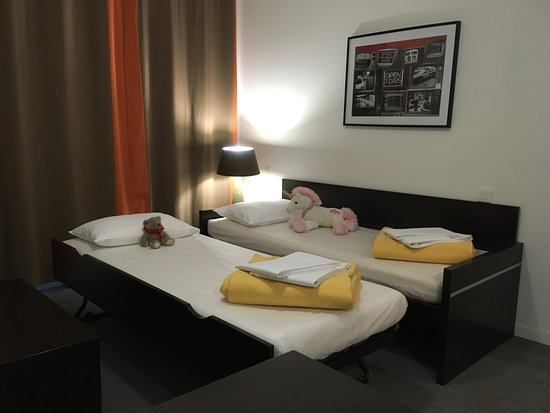 Salon T2 avec le canapé mit en lit gigogne de Nemea Appart