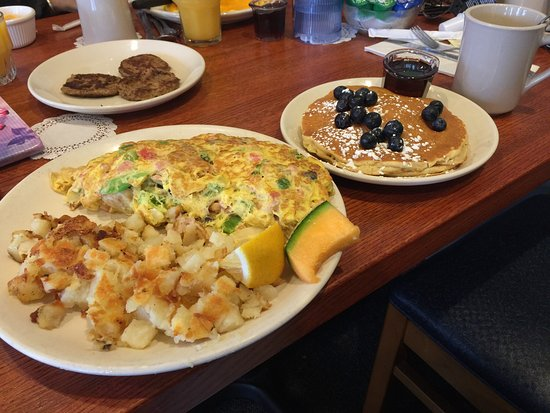 Blueberry Hill Pancake House: Unbiased opinion!! Great food, great and fast service, reasonably priced.