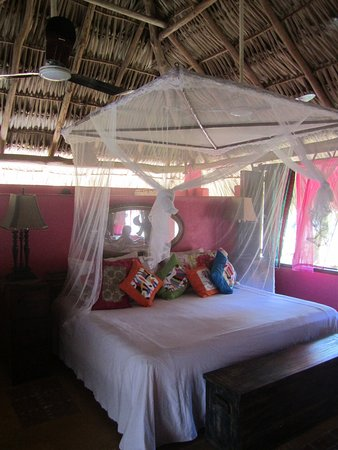 Barra de Potosi, Mexico: Fun bedroom of Betsey bungalow