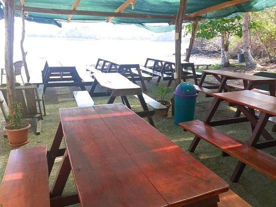 Province of Puntarenas, Costa Rica: Ranchos con mesas