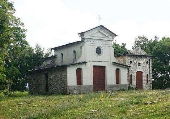 Bassiano, Italia: particolare della chiesa