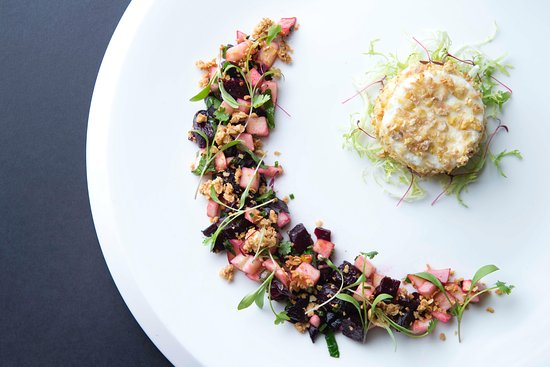 Braunton, UK : Baked Vulscombe Goats Cheese, roast beetroot and apple salad, oats and honey (v)