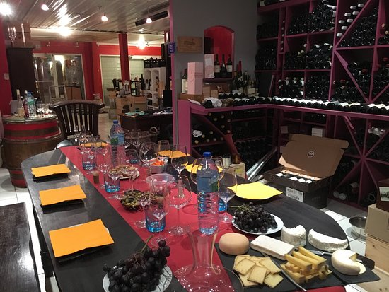 Select Wine Cellar: Wine and cheese tasting!