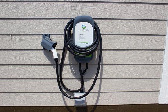 Menomonie, Висконсин: Electric Car Charging Station