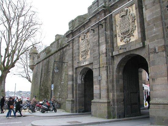 Porte st vincent picture of les remparts de saint malo for Porte de garage saint malo