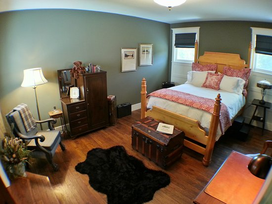 Pequot Lakes, MN: Executive Bedroom