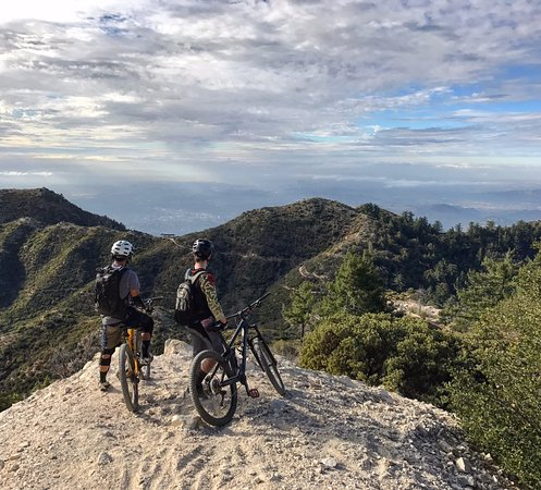 Altadena, CA: On the way down from Eaton Saddle.