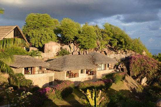 Le Chateau de Feuilles: Les chalets de palmes et granit