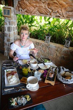 Le Chateau de Feuilles: Un petit déjeuner gargantuesque