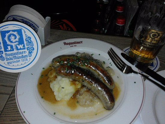 Augustiner am Gendarmenmarkt: 2 large sausages with mashed potatoes, gravy and sauerkraut.