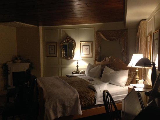 Seekonk, Μασαχουσέτη: Jacob Hill Inn Vanderbilt Suite