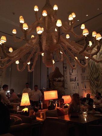 The Bazaar by Jose Andres: Pourvu que le lustre soit bien accroché et vive le cocktail LN2 au nitrogène liquide pour un caï