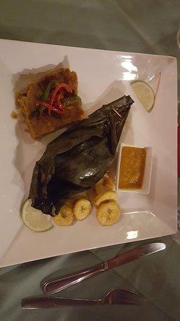 Isla Popa, Panama: Fresh caught fish wrapped in banana leaves
