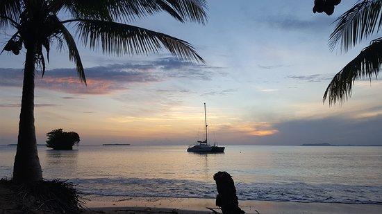 Isla Popa, Panama: Sunrise from the beach