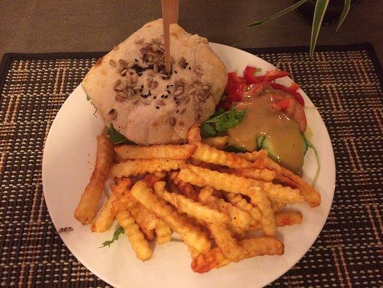 Bad Salzdetfurth, Germania: Home Made Chilli Burger